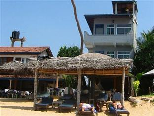 Main Reef Hotel and Restaurant