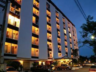 Photo of Nawarat Resort & Serviced Apartment Hotel Bangkok