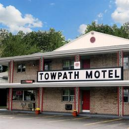 ‪Towpath Motel‬