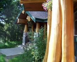Cougar's Crag Extreme Bed and Breakfast