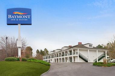 ‪Baymont Inn & Suites Greenwood‬
