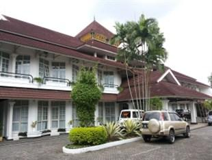 Photo of Crown Hotel Tasikmalaya