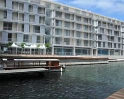 Harbour Bridge Hotel & Suites