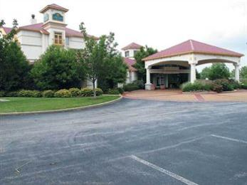 Photo of La Quinta Inn & Suites Hotel St Louis Westport Creve Coeur