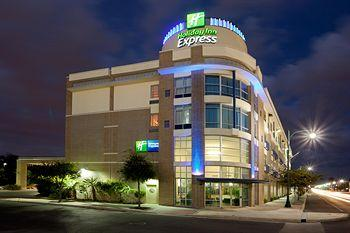 Holiday Inn Express Hotel & Suites San Antonio Rivercenter Area