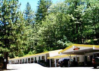 Golden Chain Resort Motel