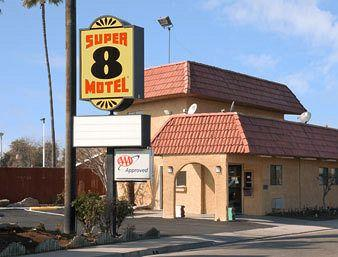 Super 8 Fresno