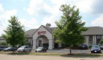 Schoenbrunn Inn & Suites