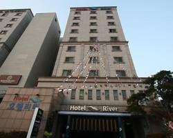 Hotel River