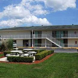 Photo of Super 6 Inn and Suites Pensacola