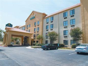 Photo of La Quinta Inn & Suites Round Rock South Austin