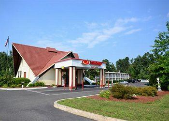 Photo of EconoLodge Inn & Suites Westfield