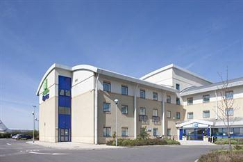 ‪Holiday Inn Express Cardiff Airport‬