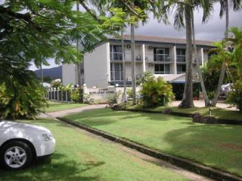 Cairns Holiday Lodge Hotel