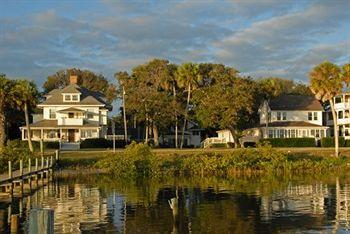 Night Swan Intracoastal Bed and Breakfast