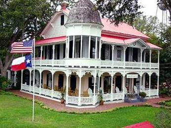 Photo of Gruene Mansion Inn Bed & Breakfast New Braunfels