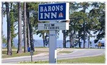 ‪Barons By The Bay Inn‬