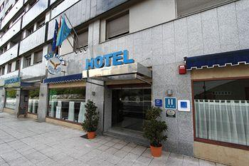 Photo of Hotel Fenix Oviedo