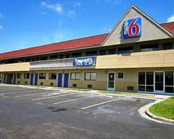 Motel 6 Overland