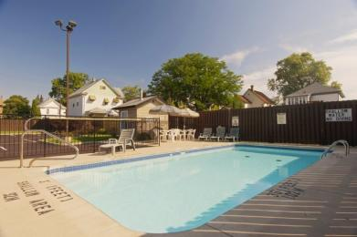 Americas Best Value Inn - Chalet Inn and Suites