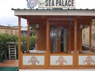 Sea Palace Houseboats