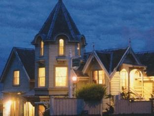 Photo of Hulmes Court Bed and Breakfast Dunedin