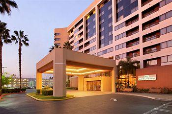 Hilton Suites Anaheim / Orange