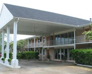 Houma S Red Carpet Inn