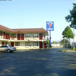 ‪Super 7 Inn Memphis Graceland‬