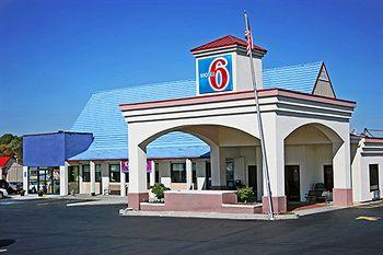 Motel 6 Calhoun