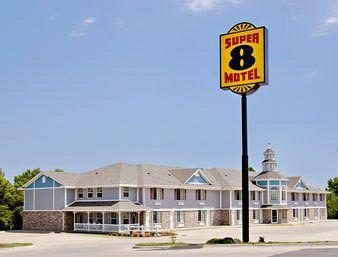 Photo of Super 8 Arkansas City
