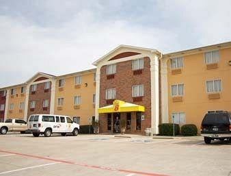 Super 8 Bedford DFW Airport West