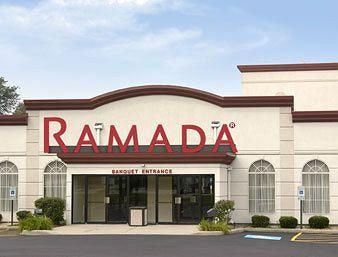 ‪Ramada Hotel & Suites Glendale Heights‬