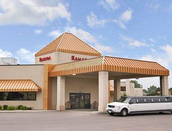 ‪Ramada Sioux Falls Airport Hotel and Suites‬