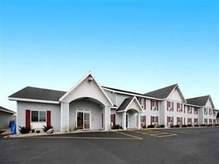 ‪Baymont Inn & Suites Marinette‬