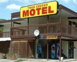 ‪Twin Creeks Motel‬