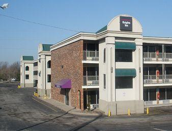 Knights Inn Lenexa
