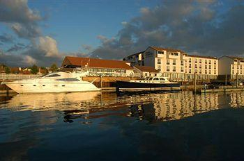 Newport Harbor Hotel & Marina