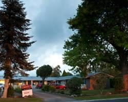 Jack & Di's Waiteti Lakefront Motel