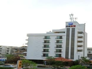 White Tourist Hotel