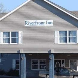 ‪Riverfront Inn‬