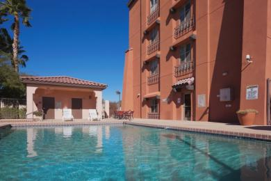 Photo of Country Inn & Suites Phoenix Airport at Tempe