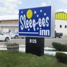 ‪Sleep-ees Motel‬