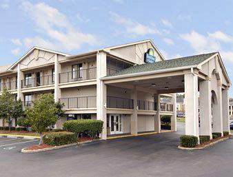 Photo of Days Inn &amp; Suites Mobile