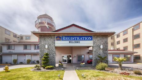 Photo of BEST WESTERN Lighthouse Suites Inn Ocean Shores