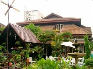Baan Somboon Guesthouse