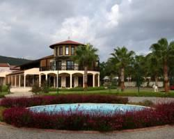 Konvoy Hotel & The Country Club