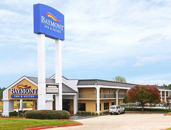 Photo of Baymont Inn and Suites Texarkana