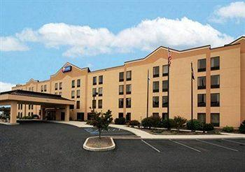 ‪Comfort Inn & Suites - York‬