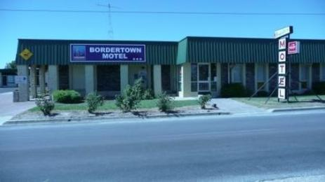 Sundowner Bordertown Motel